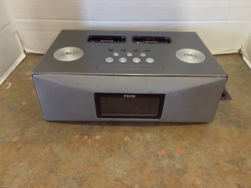 IHOME IPOD/MP3 Accessory IP88