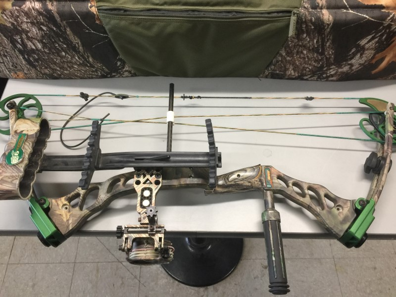 FRED BEAR INSTINCT LEFT HANDED COMPOUND BOW 60-70LB 305FPS W/CASE