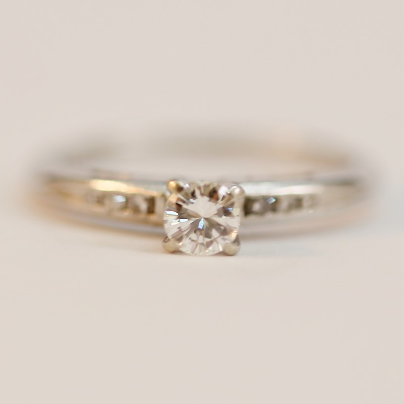 14K White Gold Round Brilliant Multi-Diamond Engagement Ring Size 6