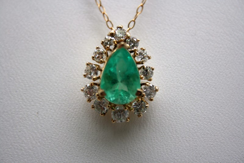 FASHION DIAMOND & EMERALD PENDANT 14K YELLOW GOLD