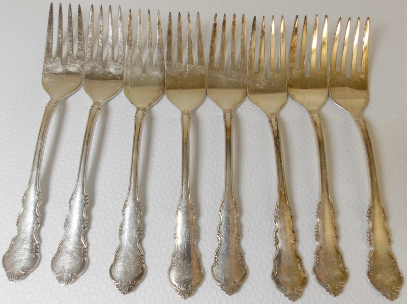 63 PIECE REED & BARTON DRESDEN ROSE SILVERPLATE SILVERWARE SET IN WOOD CASE