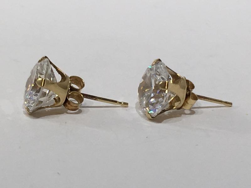 White Stone Gold-Stone Earrings 10K Yellow Gold 1.7g