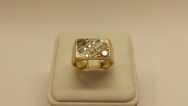 14k Yellow Gold Ring with 12 Diamonds at .80ctw - 4.8dwt - Size 9