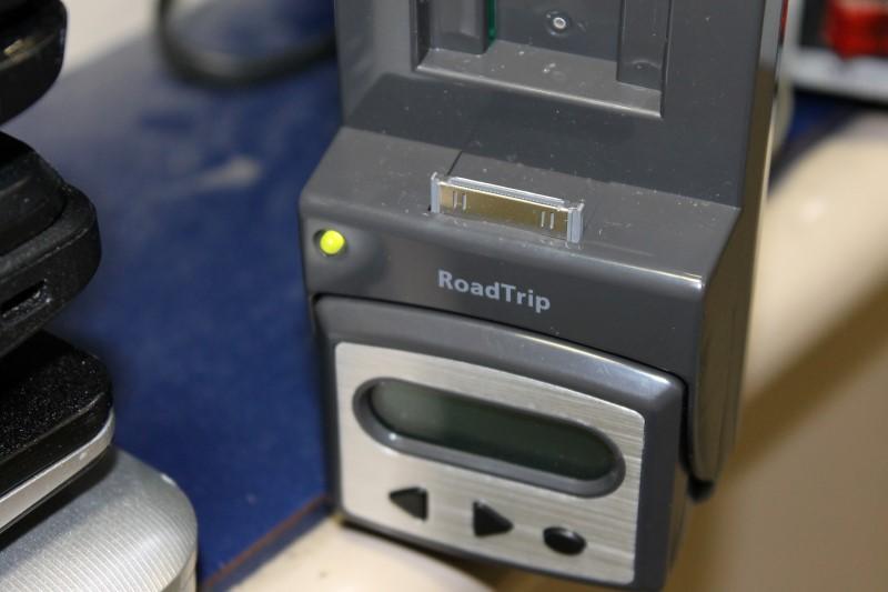 Griffin AM/FM Transmitter Roadtrip Complete Auto iPod Solution