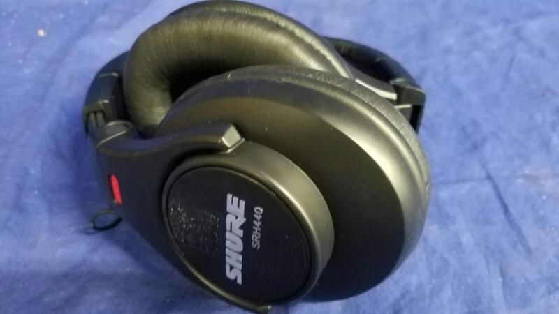 SHURE SRH440 OVER-EAR HEADPHONES