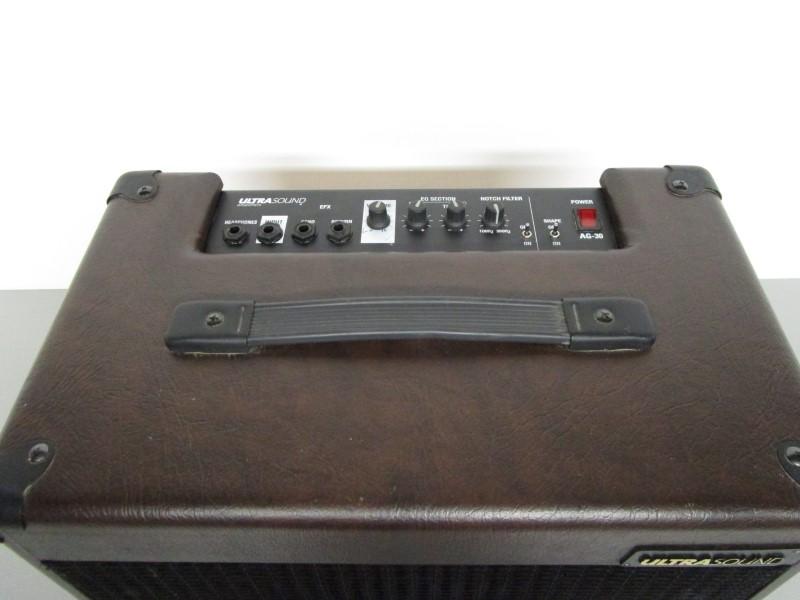 ULTRASOUND AG-30 ACOUSTIC GUITAR AMP