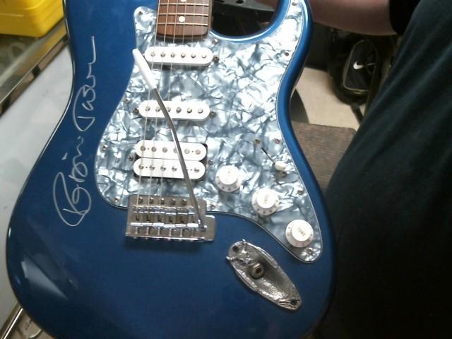 FENDER Electric Guitar STRATOCASTER (MEXICO)