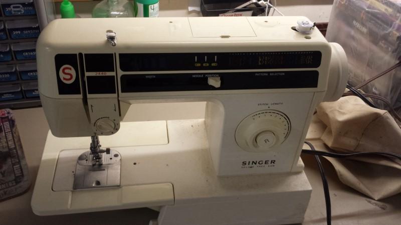 SINGER SEWING MACHINE 2440-C