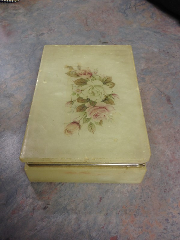 MARBLE STONE Glass/Pottery BOX W/ROSES