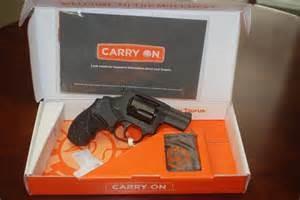 TAURUS Revolver M85ULFS