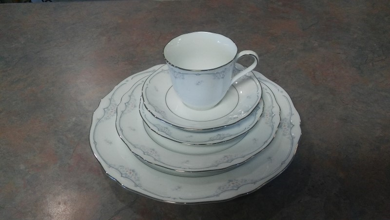 NORITAKE Glassware SINGLE PERSON DISH SET