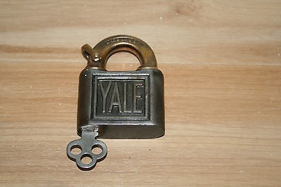 YALE & TOWNE Collectible Plate/Figurine LOCK