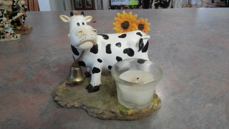 COW FIGURE CANDLE HOLDER Collectible Plate/Figurine FIGURE CANDLE HOLDER