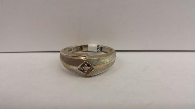 10k White Gold Ring with 1 Diamond Chip
