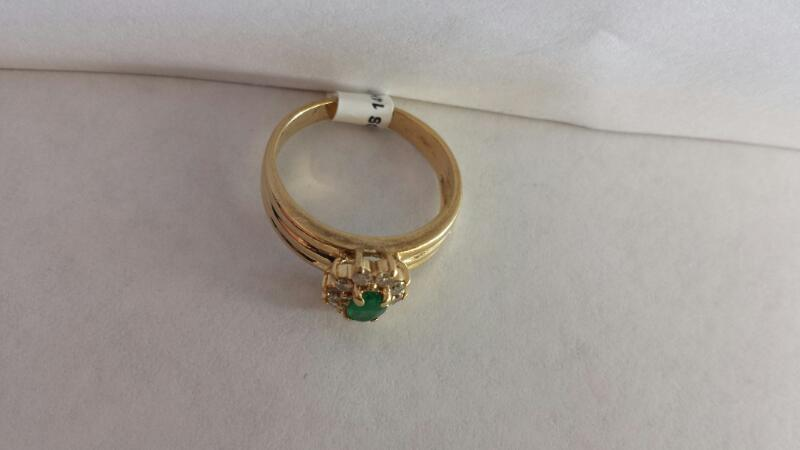 14k Yellow Gold Ring with 1 Green Stone and 10 Diamond Chips
