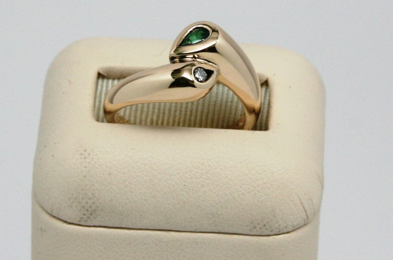 Emerald Lady's Stone & Diamond Ring .05 CT. 14K Yellow Gold 4.9g