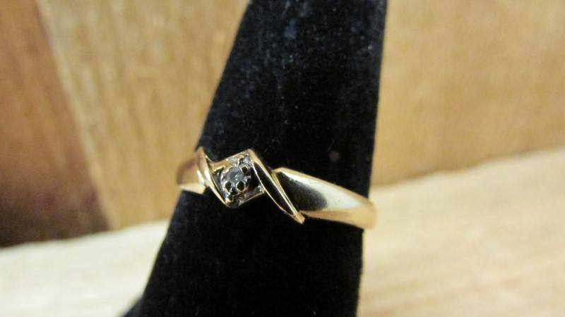 Lady's Diamond Fashion Ring 0.02 CT. 10K Yellow Gold 1.2g