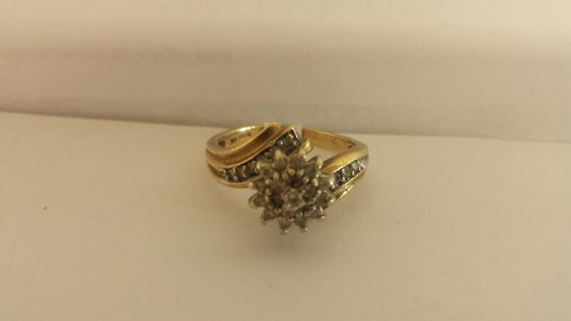 10k Yellow Gold Ring with 33 Diamond Chips
