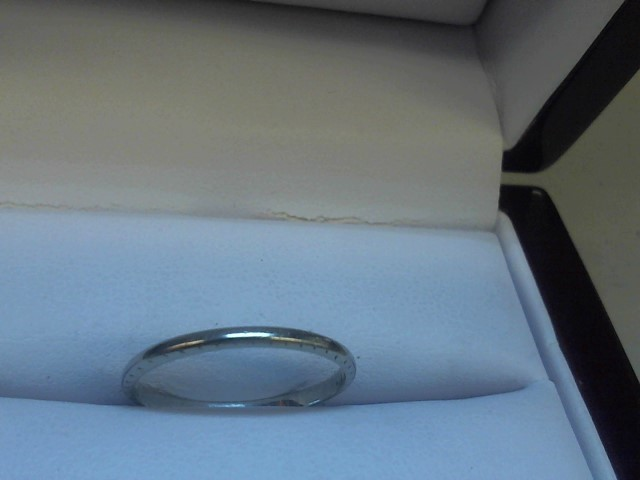 Lady's Gold Wedding Band 18K White Gold 1.1g