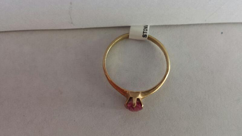 14k Yellow Gold Ring with 1 Pink Stone
