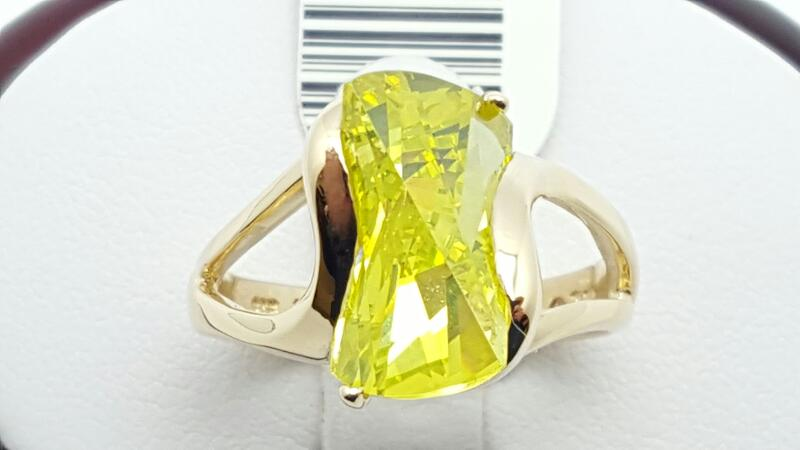 Synthetic Peridot Lady's Stone Ring 14K Yellow Gold 6.3g