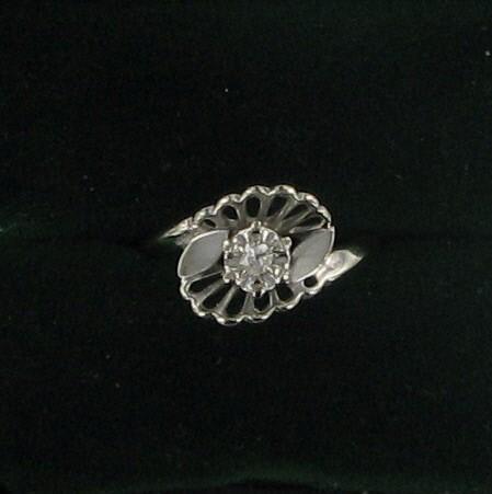 Lady's Gold Ring 14K White Gold 2.1dwt