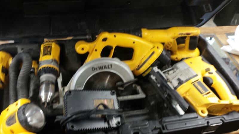 18V TOOL SET: DEWALT MODEL DC5KITA. COMES WITH DW933, DW988, DW919, DC390, DC385