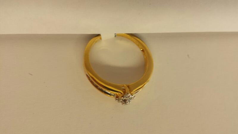 10k Yellow Gold Ring with 19 Diamonds