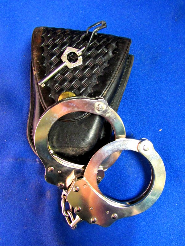 PEERLESS HANDCUFF CO 700