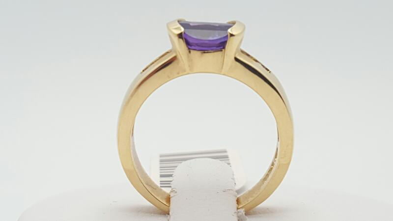 Amethyst Lady's Stone & Diamond Ring 4 Diamonds .12 Carat T.W. 14K Yellow Gold