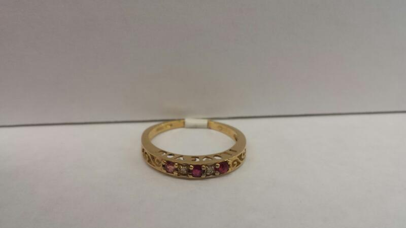 10k Yellow Gold Ring with 3 Red Stones and 2 Diamond Chips