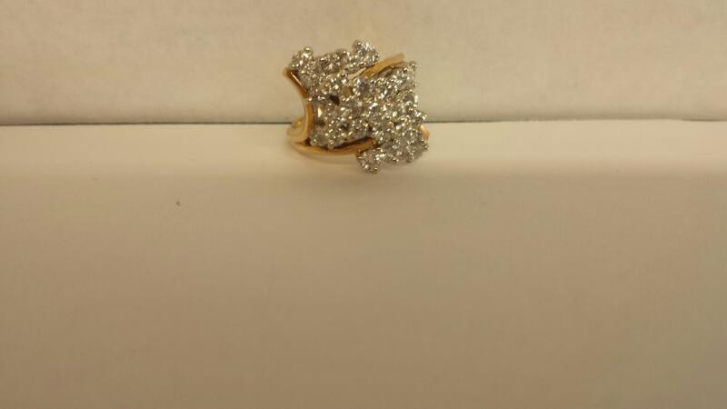 LDS 14KT Lady's Diamond Cluster Ring 26 DIA APPX 2.00CTTW
