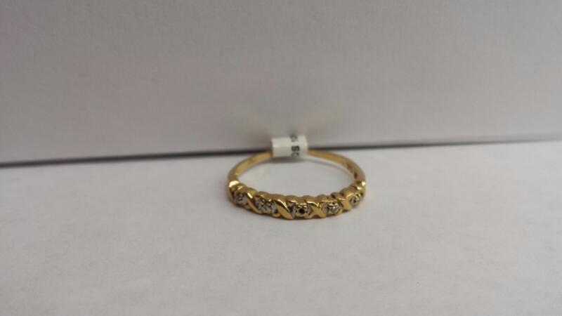 14k Yellow Gold Ring with 4 Diamond Chips