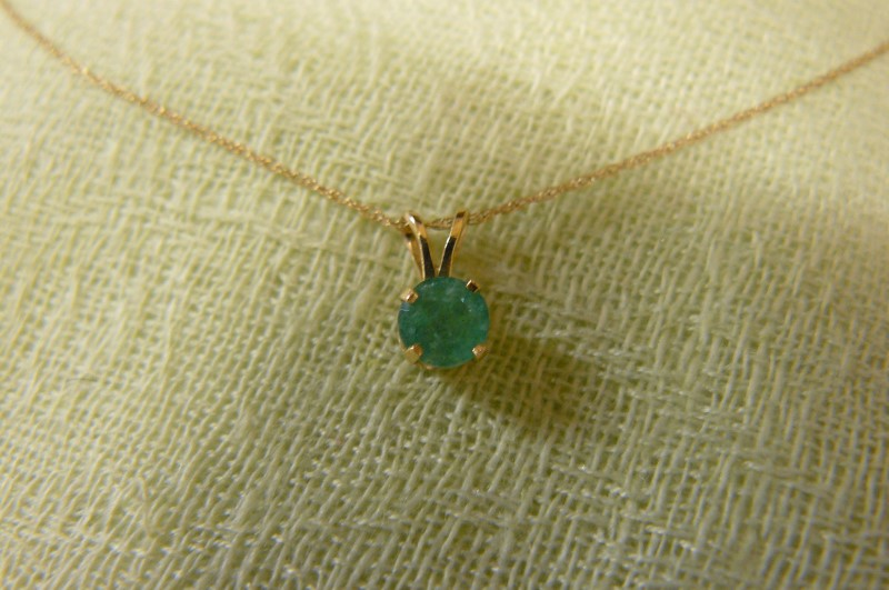 Emerald Gold-Stone Pendant 14K Yellow Gold 0.5dwt