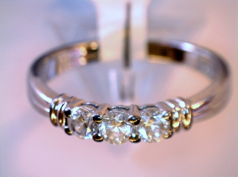 Cubic Zirconia Lady's Silver & Stone Ring 925 Silver 1.81dwt Size:9