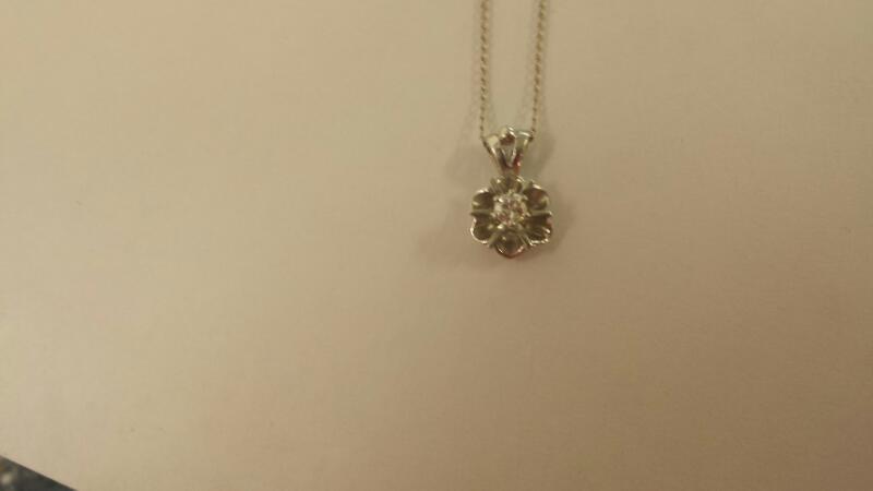Gold-Diamond Solitaire Pendant .10 CT. 14K White Gold 1dwt