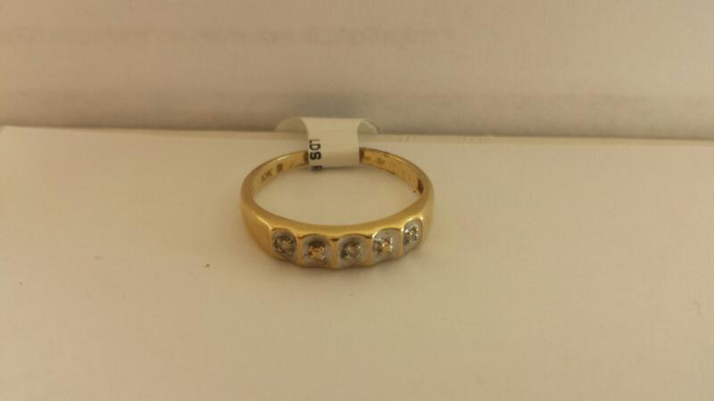 10k Yellow Gold Ring with 3 Dimaond Chips