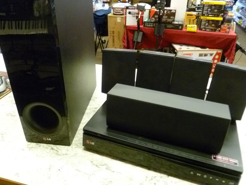 LG 3D BLURAY SYSTEM BH6730S PLAYER & 5 SPEAKERS