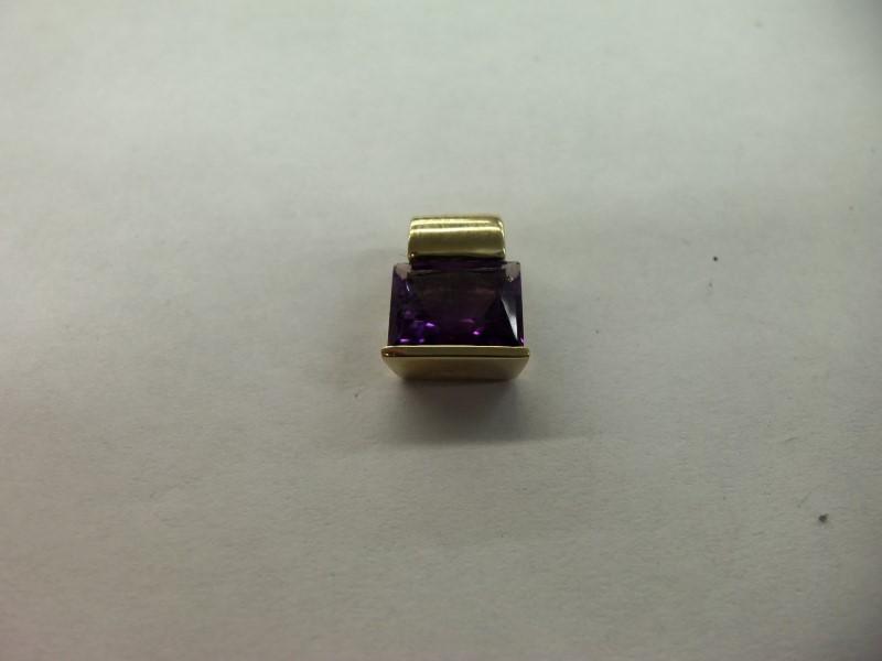 Purple Stone Gold-Stone Pendant 14K Yellow Gold 3.1g