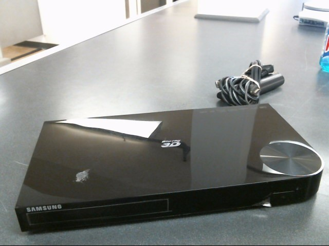 SAMSUNG DVD Player BD-F5900