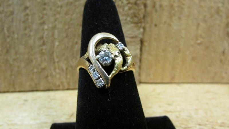 Lady's Diamond Fashion Ring 5 Diamonds 0.29 Carat T.W. 14K Yellow Gold 6.4g Size