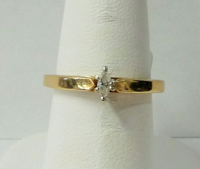 Lady's Diamond Engagement Ring .10 CT. 10K Yellow Gold 2.81dwt