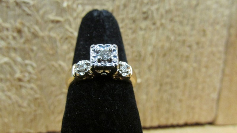 Lady's Diamond Wedding Band 3 Diamonds 0.14 Carat T.W. 14K 2 Tone Gold 2.8g