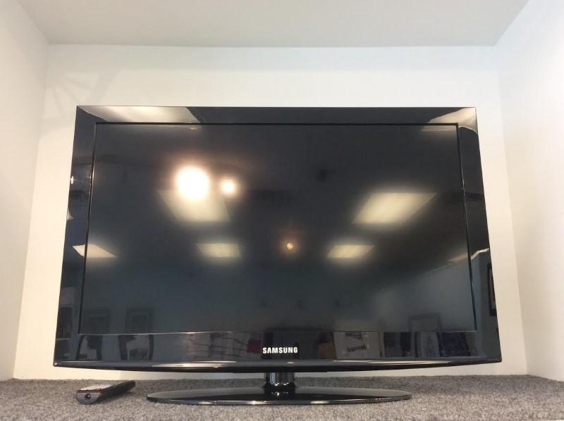 Samsung LN32D403E4D 32-Inch 720p 60Hz LCD HDTV (Black) 2x HDMI Ports with Remote