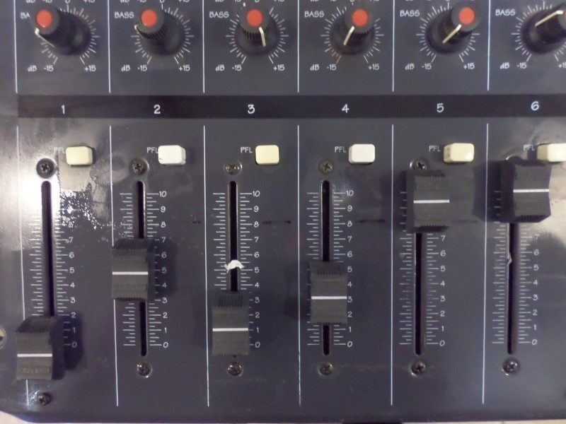 DJ Equipment MAC70I