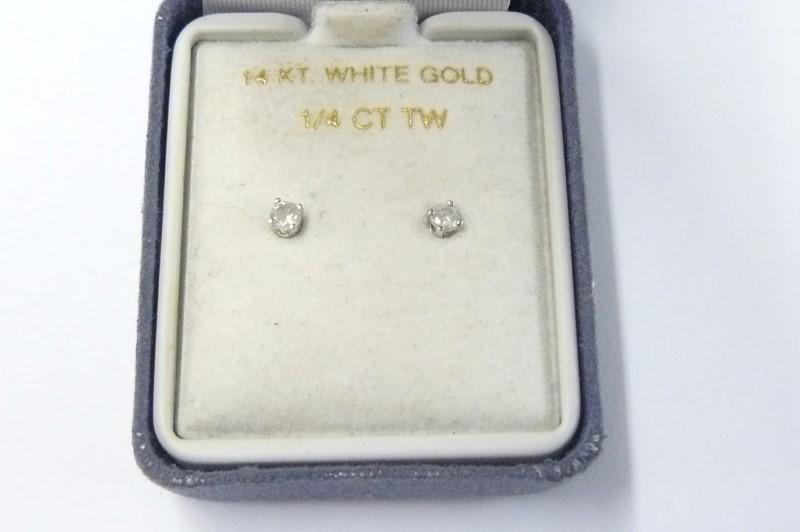 Gold-Diamond Earrings .12 CT. 10K White Gold 0.29dwt