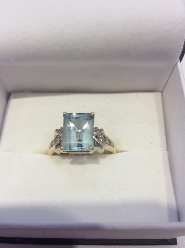 Synthetic Aquamarine Lady's Stone & Diamond Ring 6 Diamonds .12 Carat T.W.