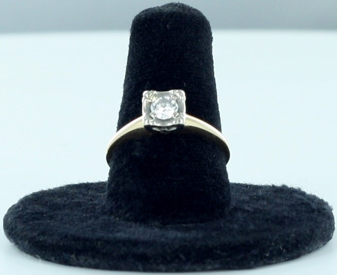 Lady's Diamond Solitaire Ring .30 CT. 14K Yellow Gold 1.77dwt Size:6.5