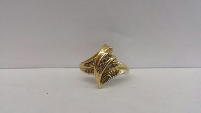 14k Yellow Gold Ring with 16 Diamond Chips