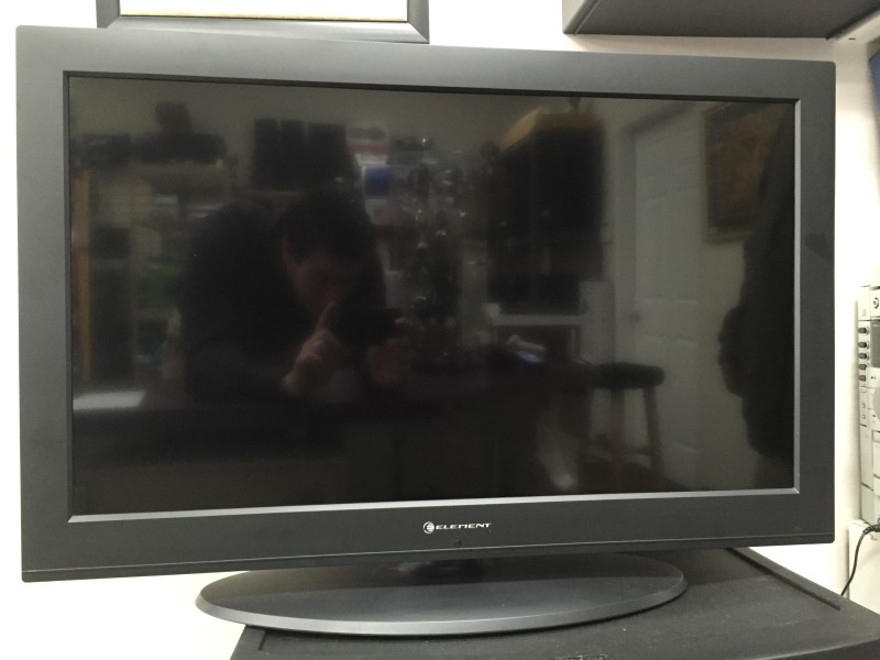 ELEMENT 32 INCH LCD TV
